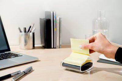 Post-it® Super Sticky Z-Notes Spender PRO-B1Y, 1 Z-Notes Spender, schwarz, inkl. 1 Block Post-it® Super Sticky Z-Notes, 90 Blatt