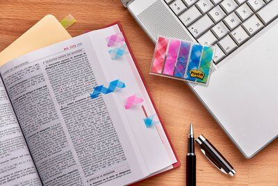 Post-it® Index Mini 684-PLD5, 5 x 20 durchgefärbte Haftstreifen im Etui, Gingham Collection, 11,9 x 43,2 mm